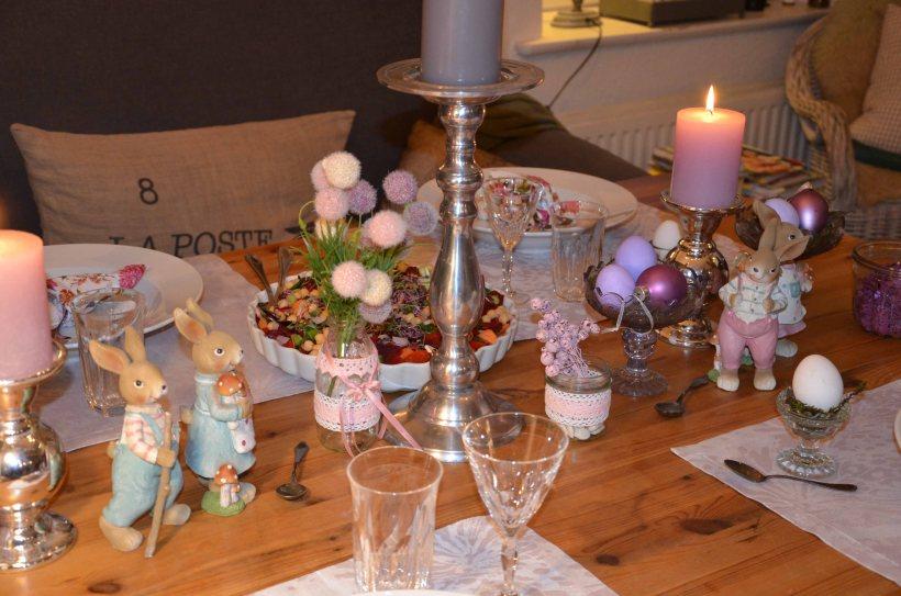 Osterfest Tischdeko lila